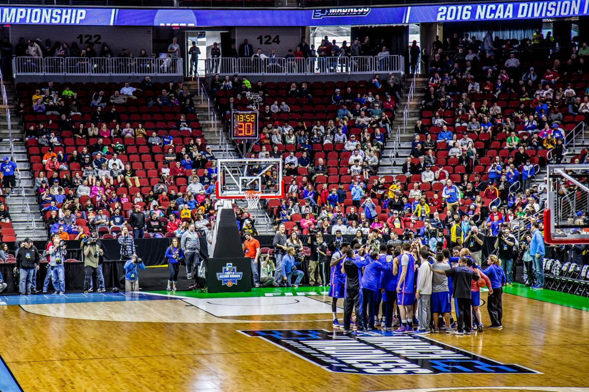 Kansas_Jayhawks_Open_Practice_at_the_2016_March_Madness_Opening_Rounds_(25817745926).jpg