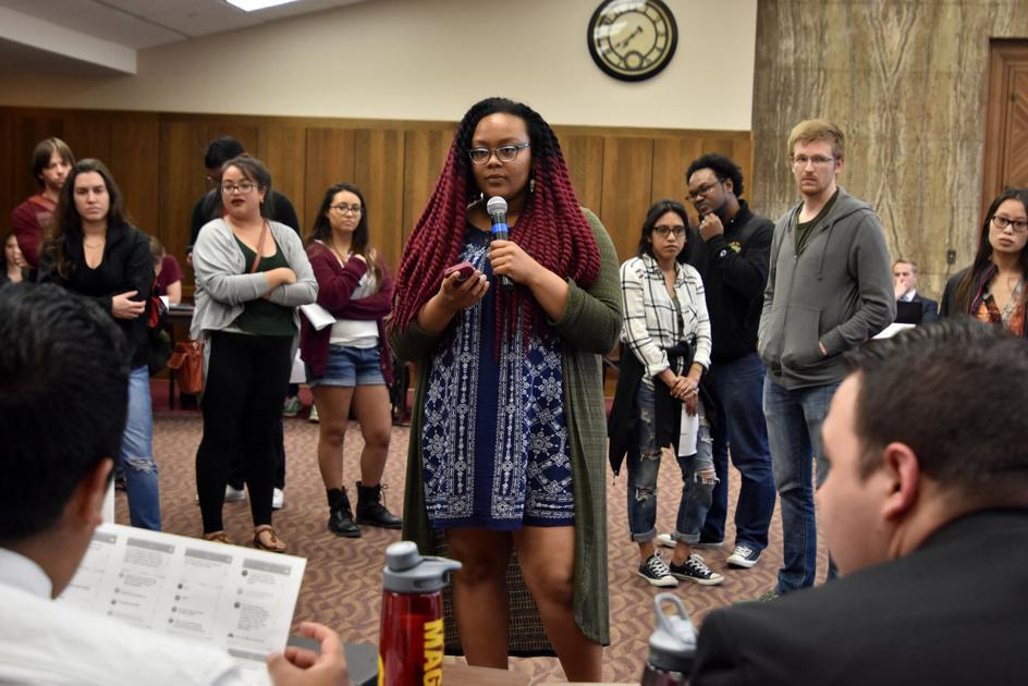 Student group demonstrates unexpectedly at Student Government meeting