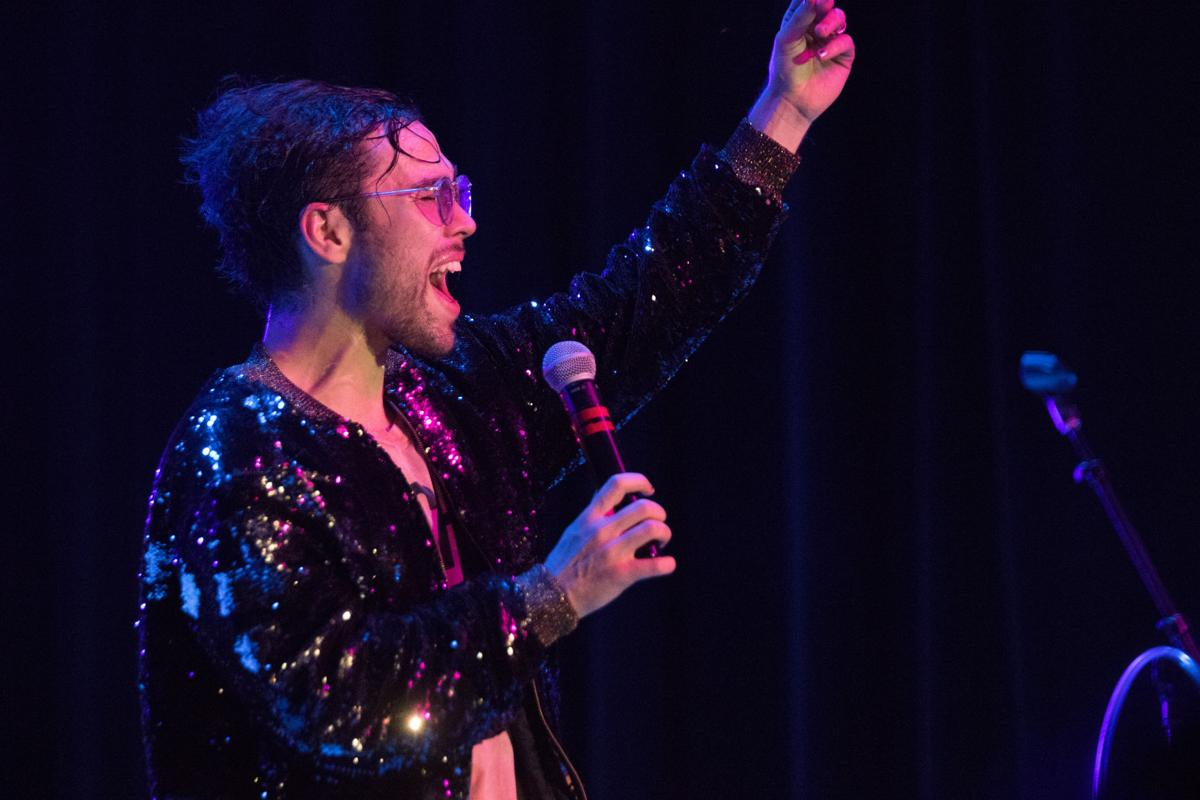 Photos Max Performs In The Great Hall Iowastatedaily Com