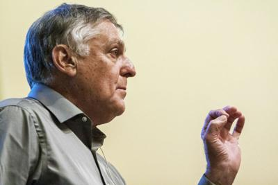 Danny Shechtman gives lecture