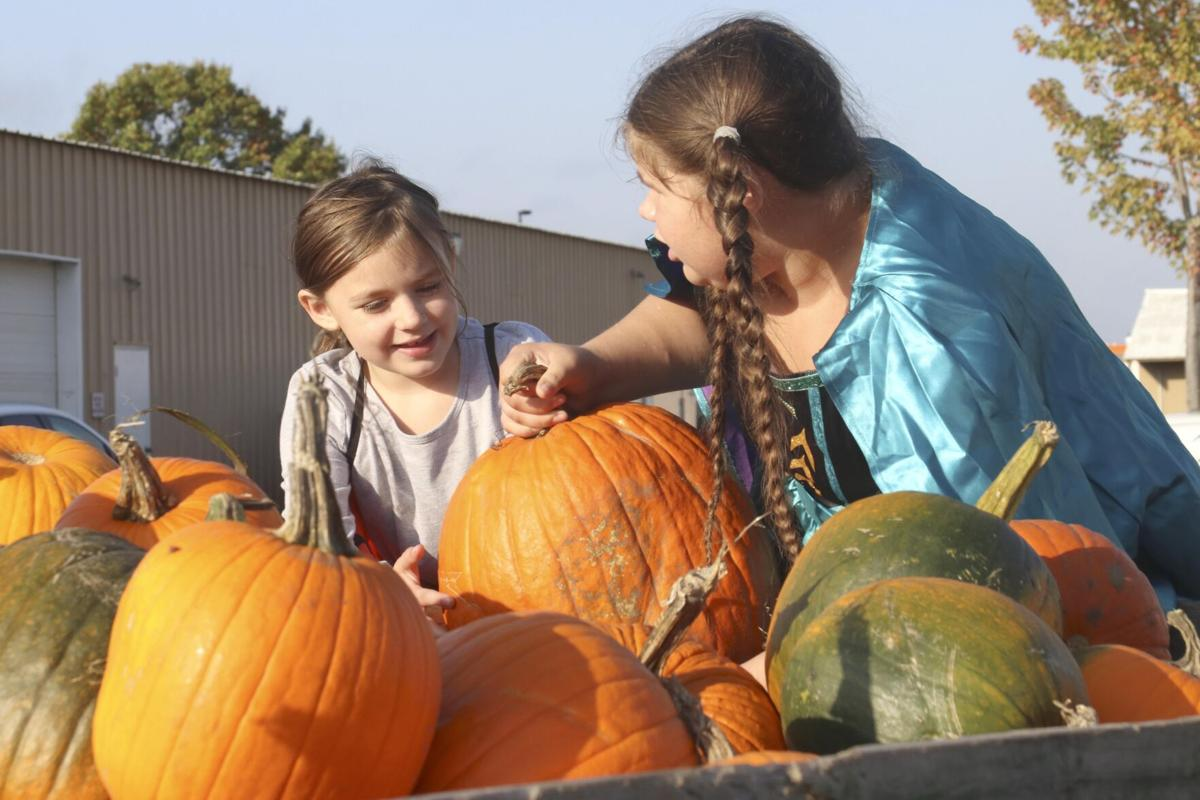 Costumed cars, kids descend on Isanti County Fairgrounds