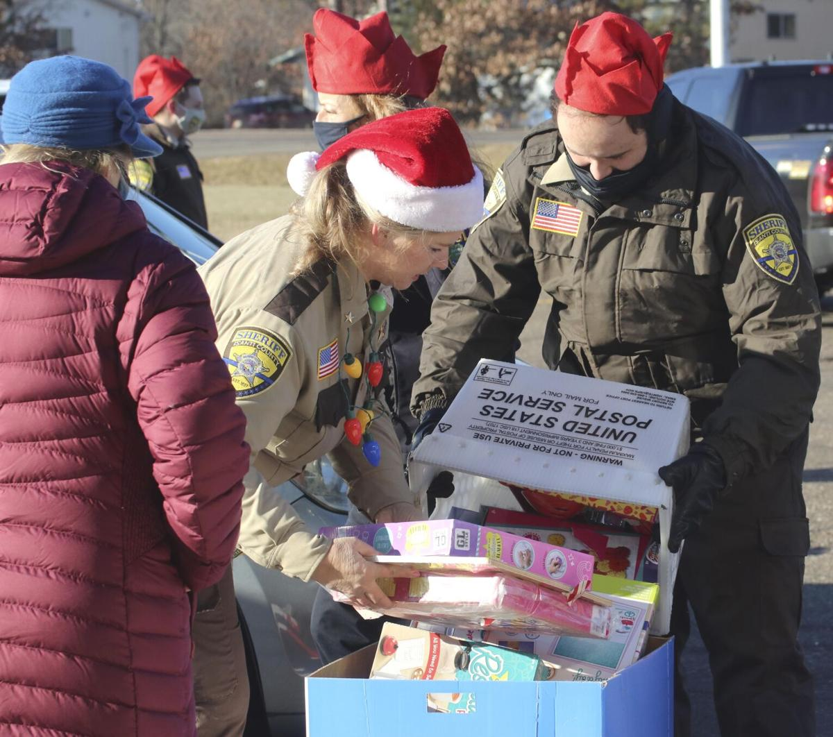Santa makes appearance at Isanti County Sheriff's toy collection event