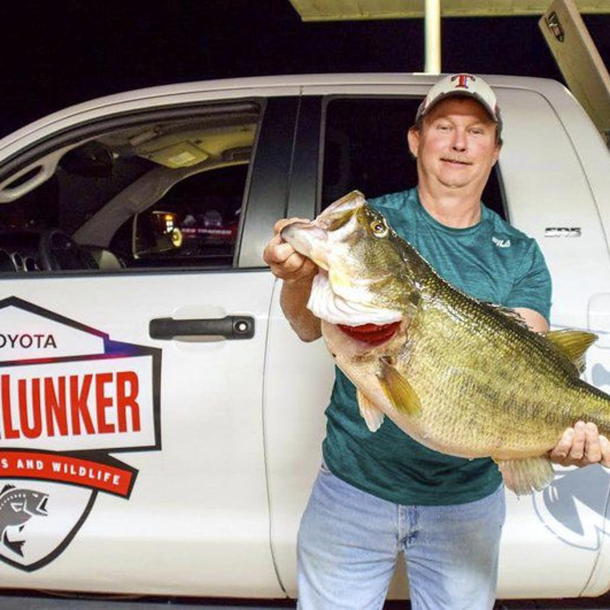 Outdoors Anglers Reel In Big Bass On Lake Fork Sports Itemonline Com