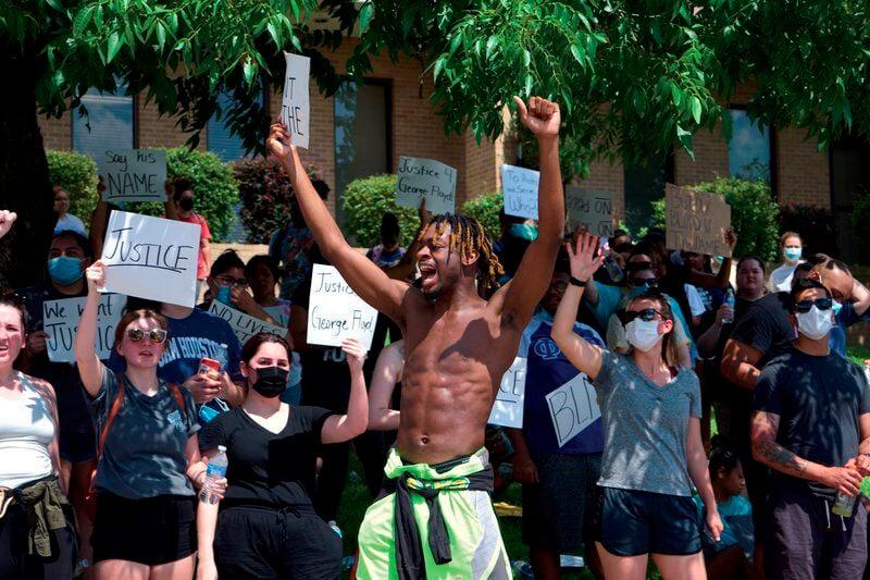 Peaceful protest fills Huntsville square