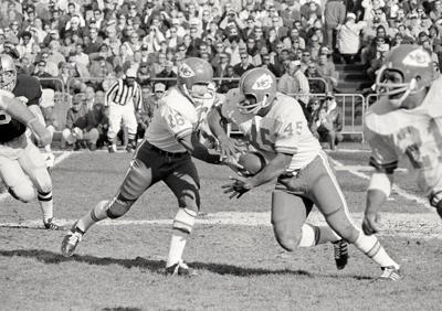 Huntsville native Holmes, who won Super Bowl IV with Chiefs, dies