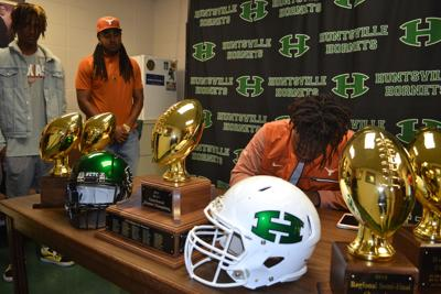 Tvondre Sweat Signs National Letter Of Intent To Texas Sports
