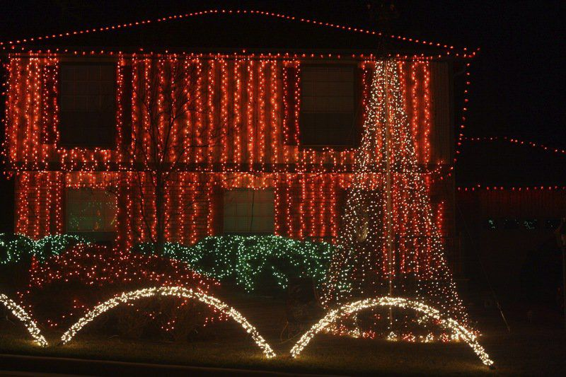 Elkins Lake Christmas display returns