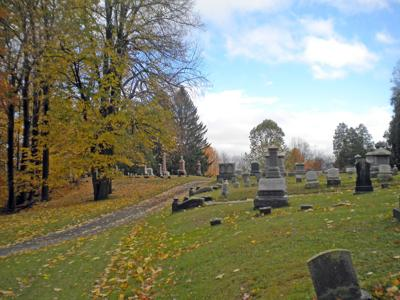 Cayuga Avenue winding its way to Presbyterian Hill in Grove Cemetery.