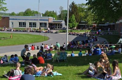 Lansing residents will have the chance to vote on the school budget for the 2021–2022 academic year on May 18 at the Elementary School Teacher Center.