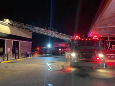 Jacksonville Fire Department battles early morning fire