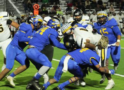 Mount Pleasant holds back Jacksonville in closing seconds to win 33-27