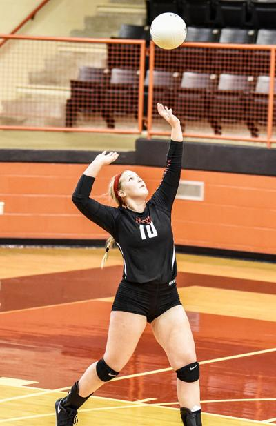 Volleyball Roundup: Lady Eagles split latest matches