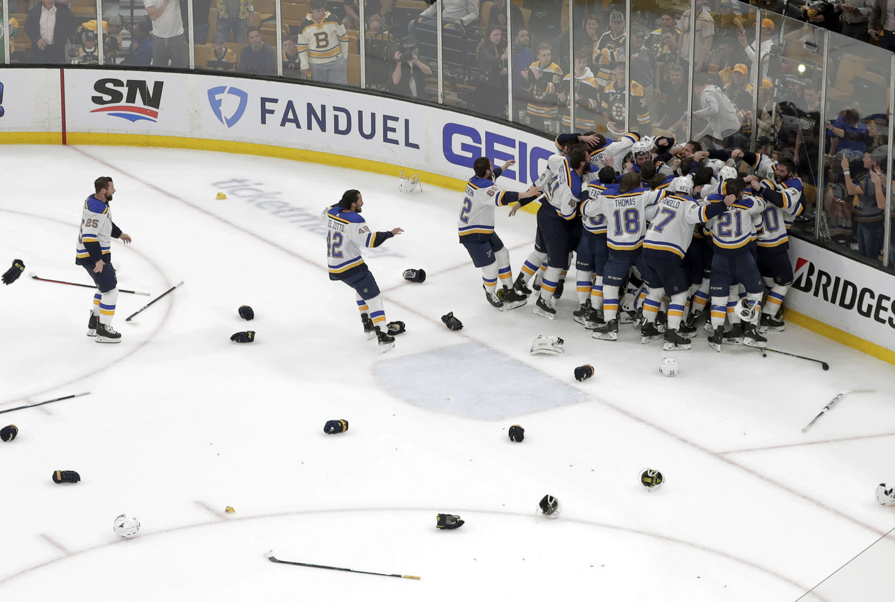 Shipping Begins June 27TH The Hockey Company 2019 Stanley Cup Champions Puck Blues Team Celebration Style Photo Puck PRE-Order Item