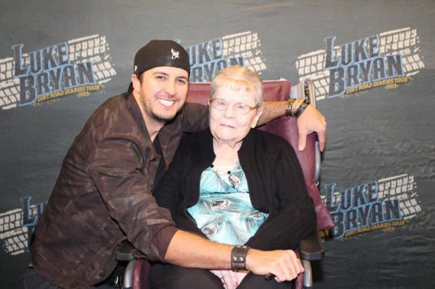 Hospice patient attends luke bryan concert as guest of honor dream luke bryan 3cbc fg m4hsunfo
