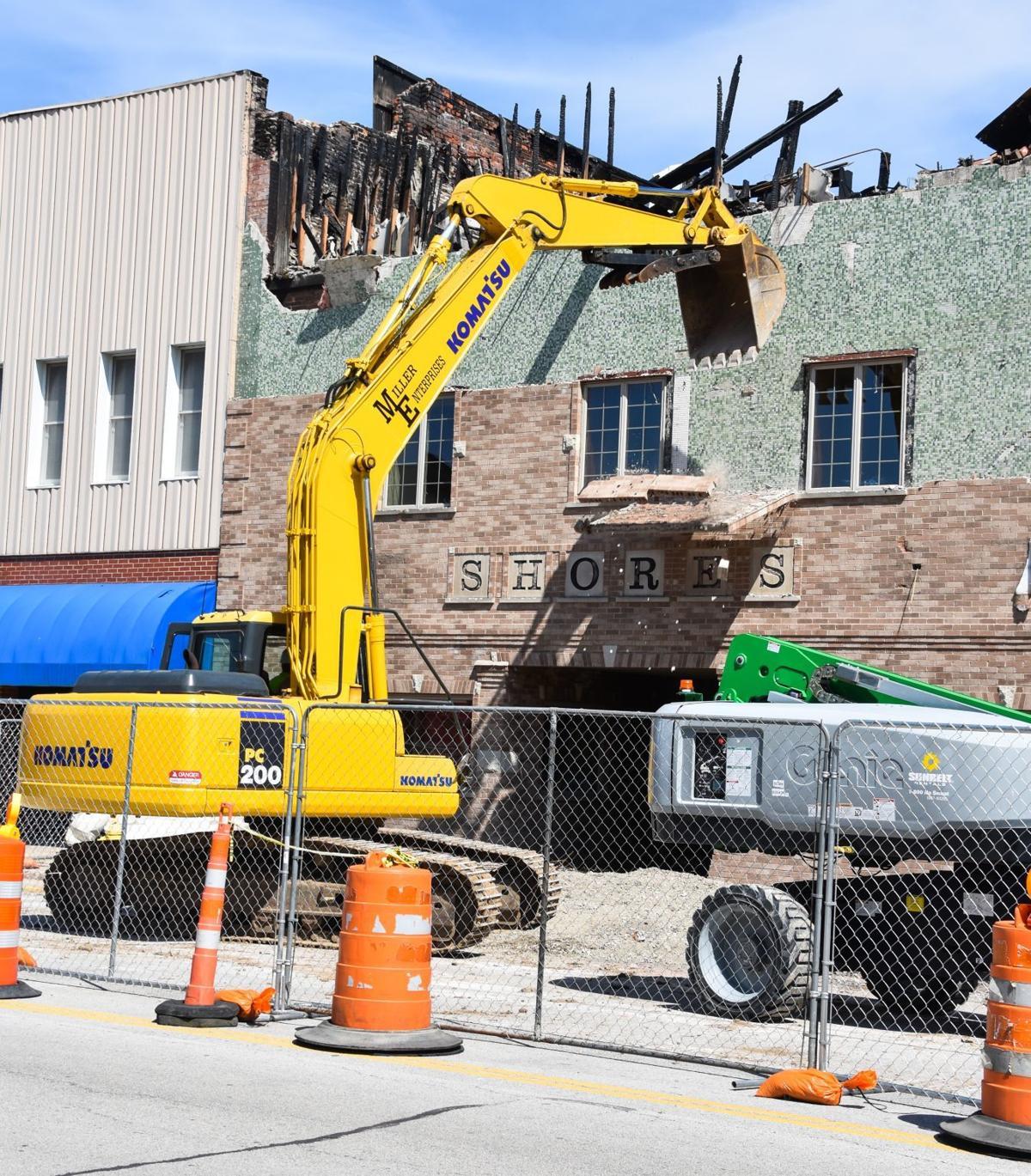 Shores Jewelry building demolition begins in Mattoon