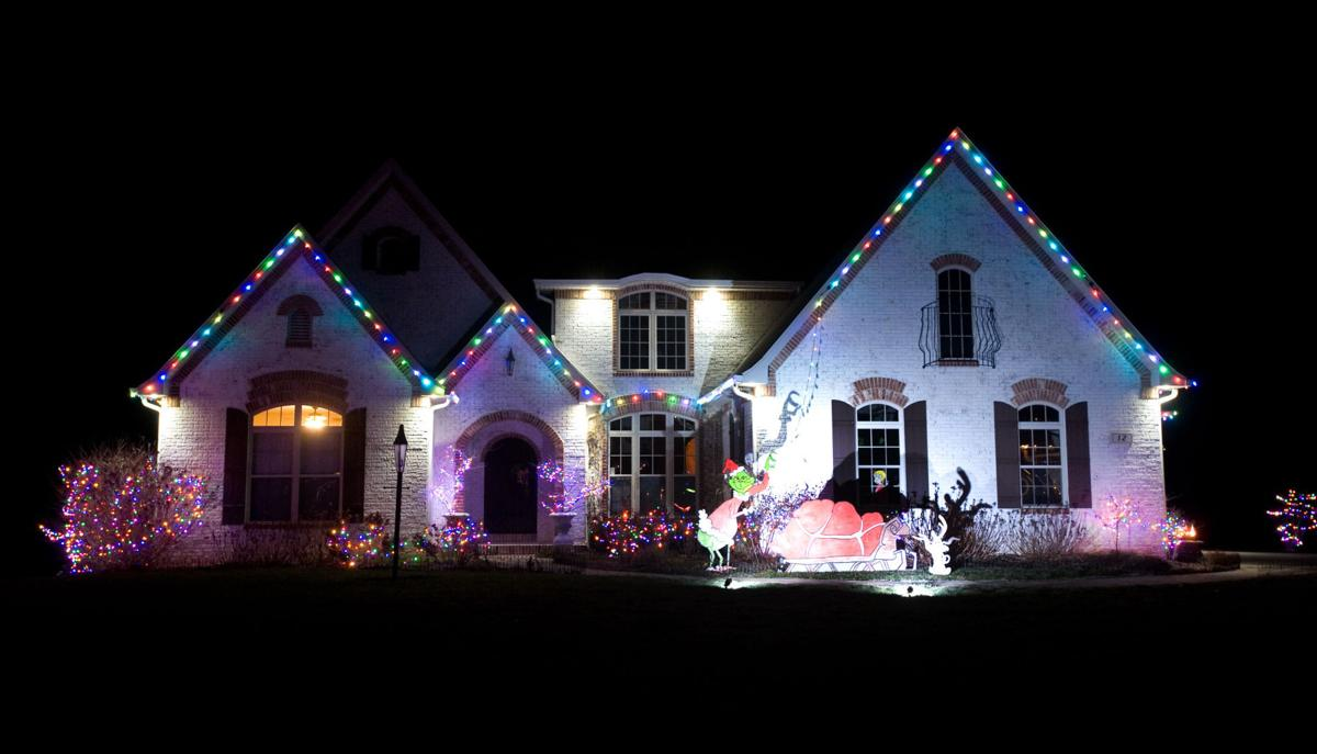 Grinch Christmas Lights.Grinch Themed Home Wins Lights Contest Local Jg Tc Com
