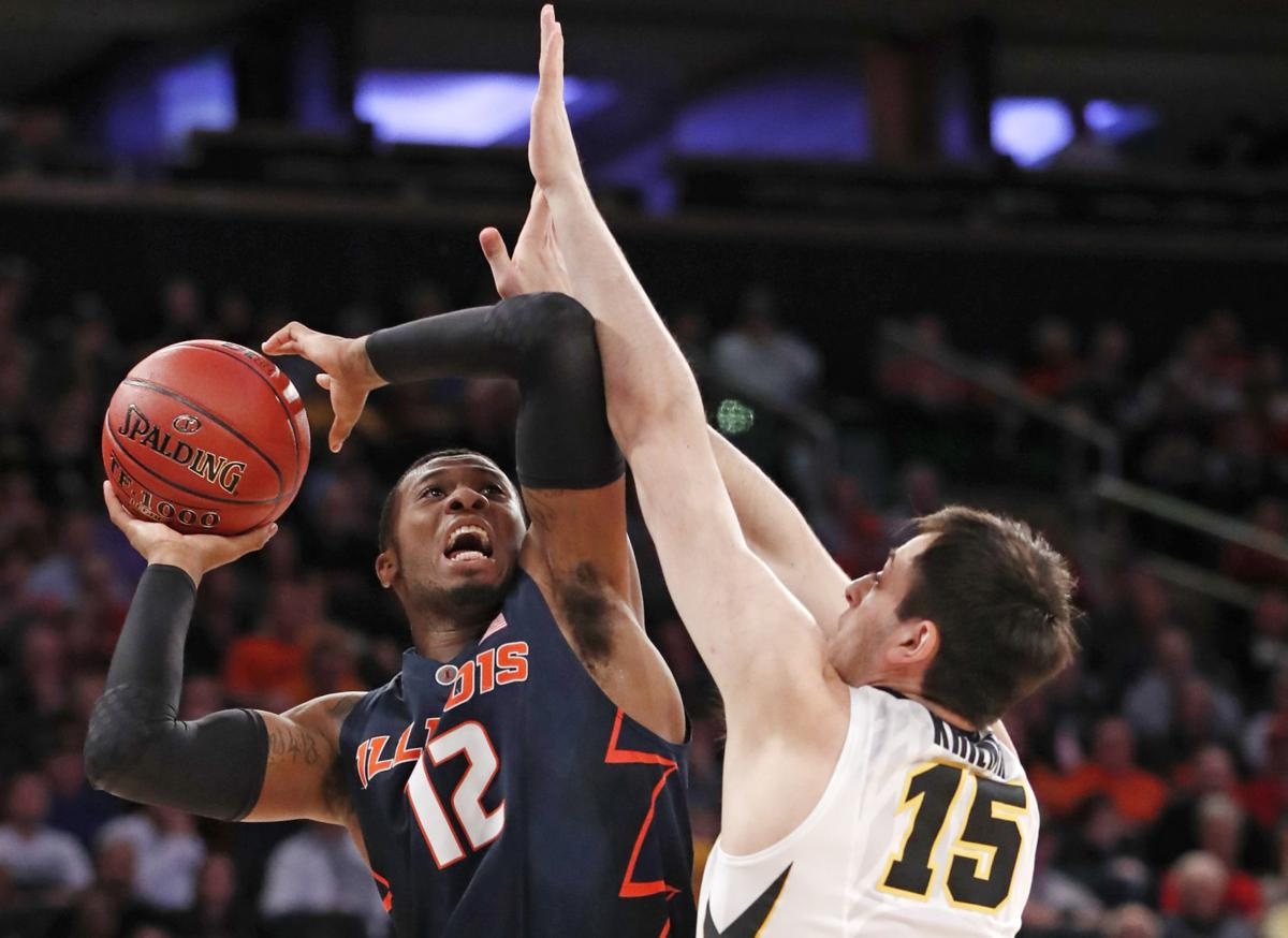 B10 Illinois Iowa Basketball
