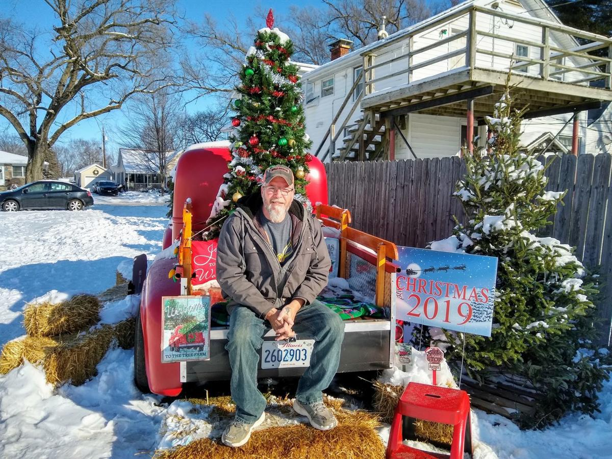 Decorated truck in Mattoon becomes popular Christmas photo