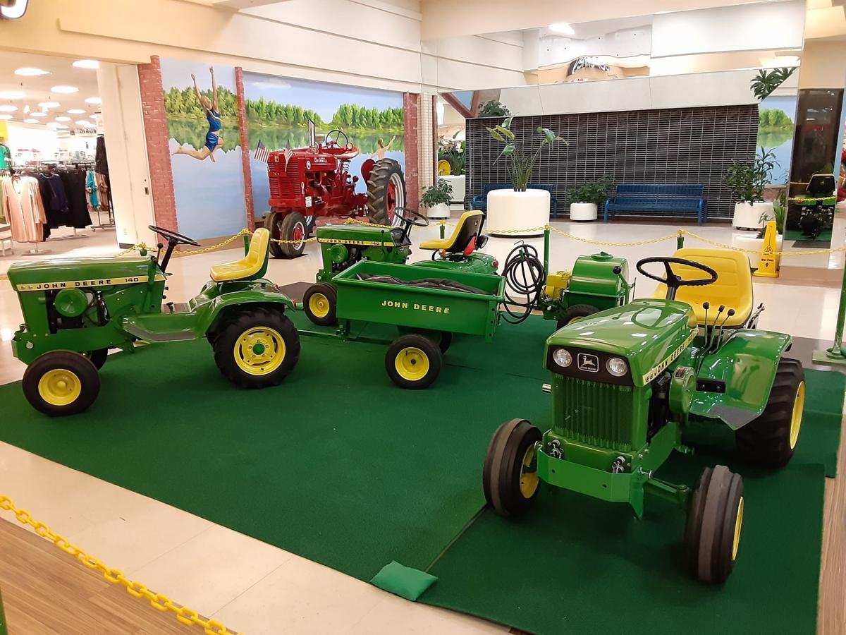 Mattoon Mall Filled With Tractors For Annual Farm Show Local Jg Tc Com