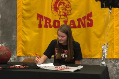 Bollant signs with Milligan