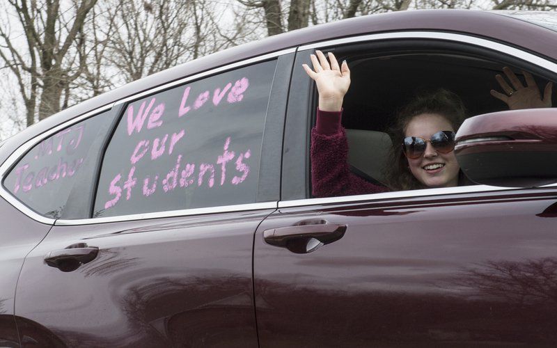Webb City teacher car parade sparks happiness during stressful time