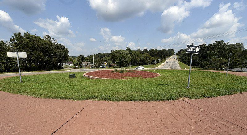 Roundabout or traffic light? Neosho asking business owners near key intersection