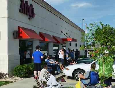Restaurant draws crowd for Joplin store opening | News