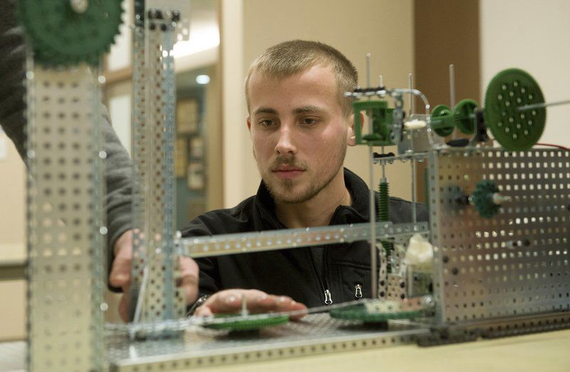 Crowder College hosts Engineering Day competition for high school students