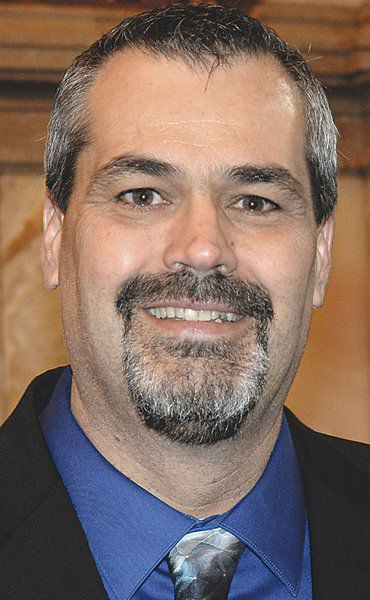 Hilderbrand takes seat in Kansas Senate