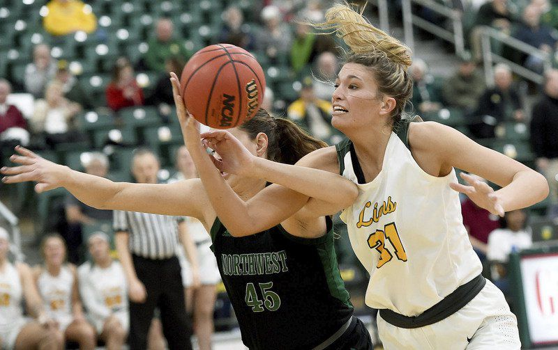 Lions hold off Bearcats 67-61