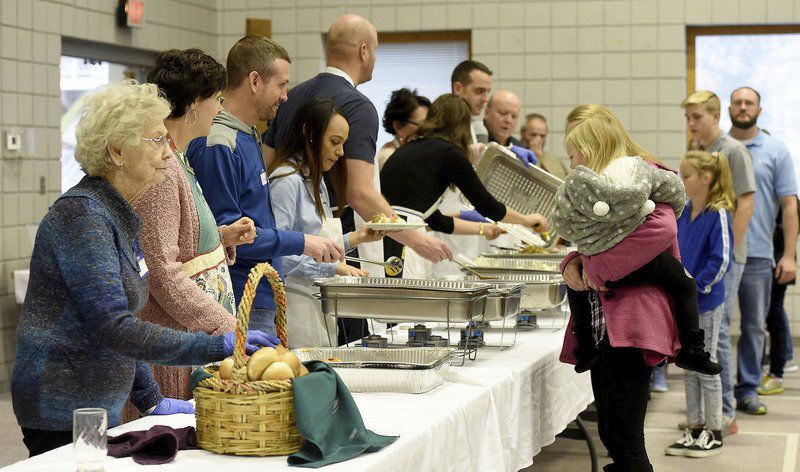 Volunteers, runners continue annual holiday traditions