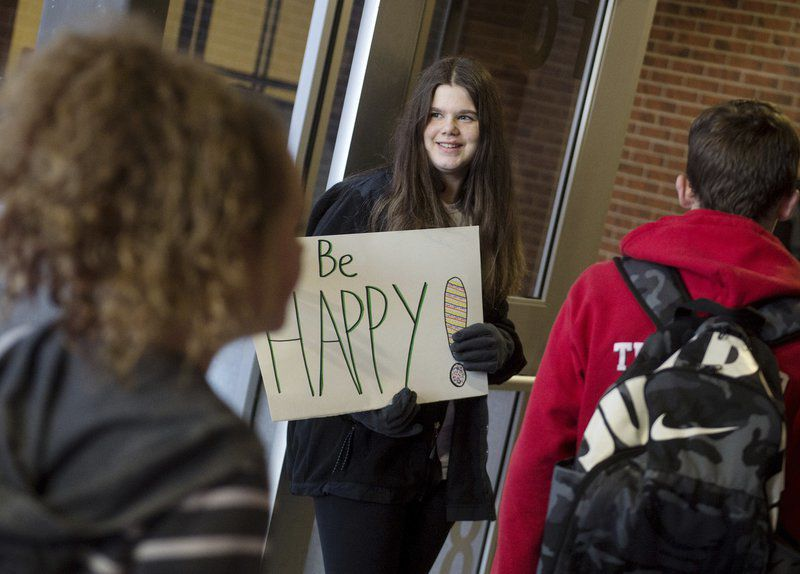 Carl Junction students, staff spread kindness messages throughout school district