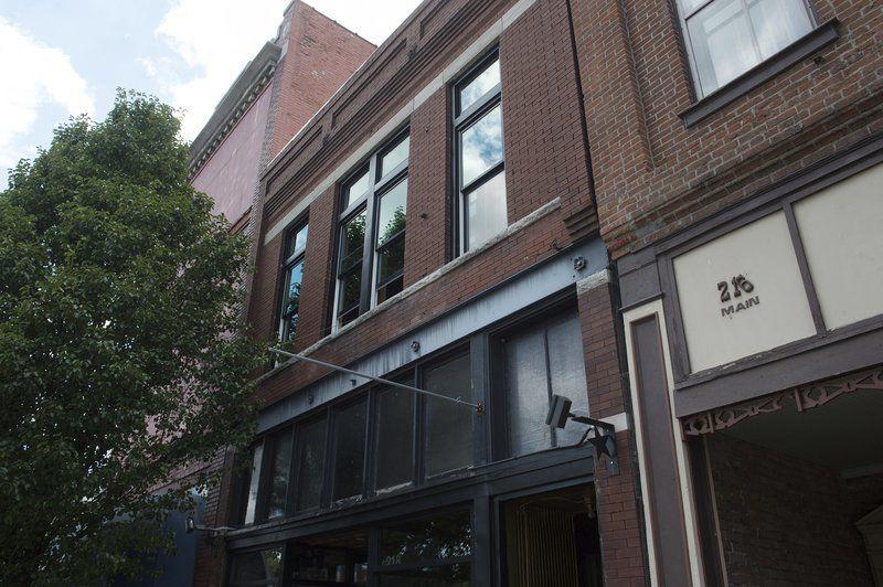 Owners of historic downtown building in Joplin complete window restoration