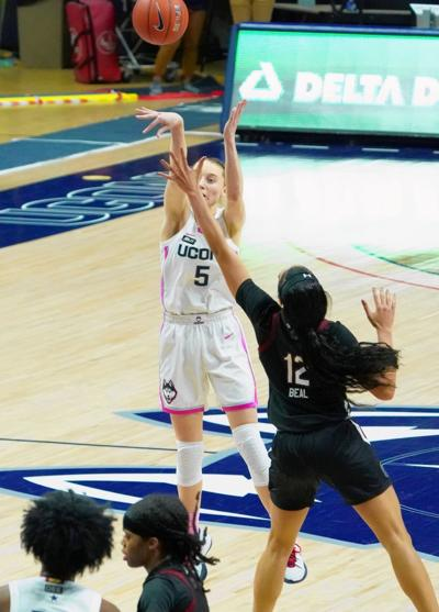 Bueckers lifts UConn over South Carolina