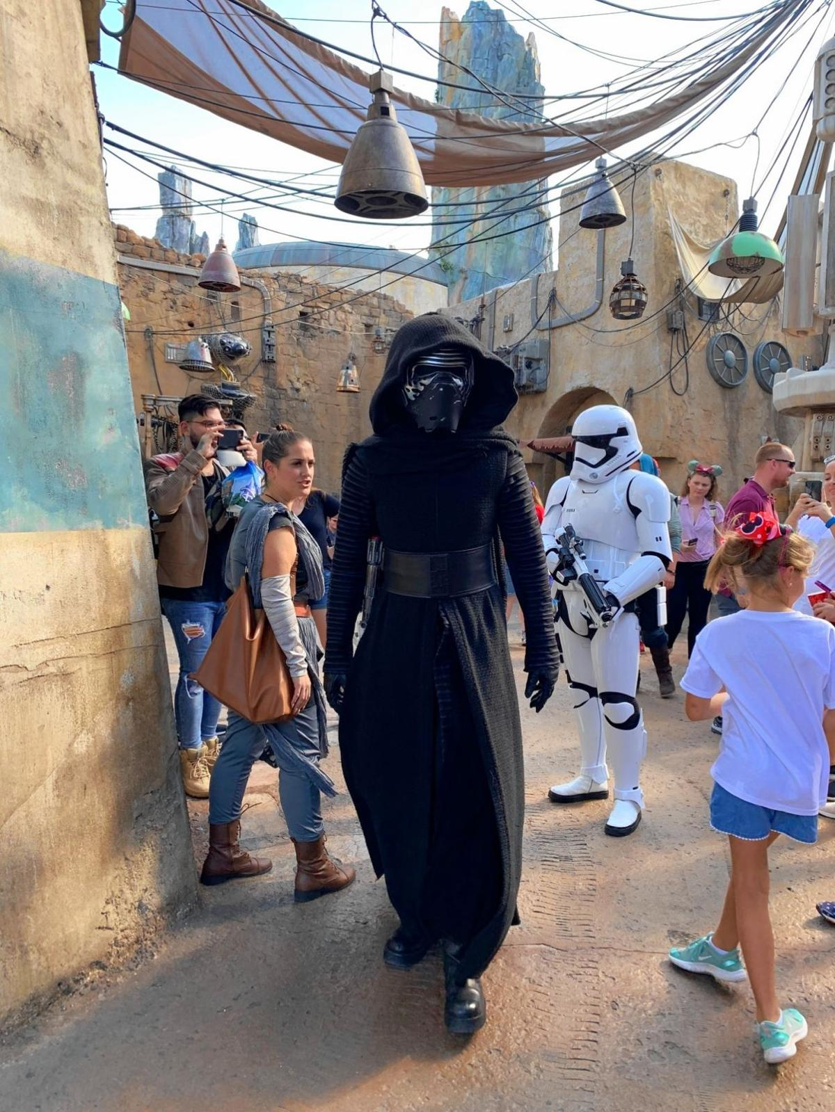 Star Wars: Galaxy's Edge enough to amuse all