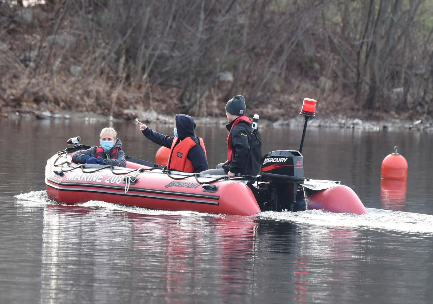 123020 CO Car Into Coventry Lake 01.jpg