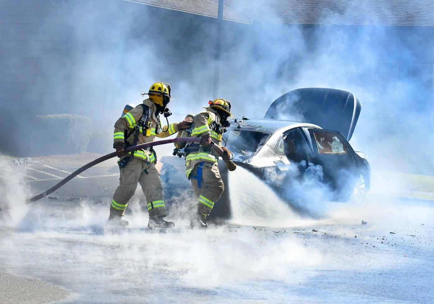 033021 SW Car Fire 01 BEST.jpg