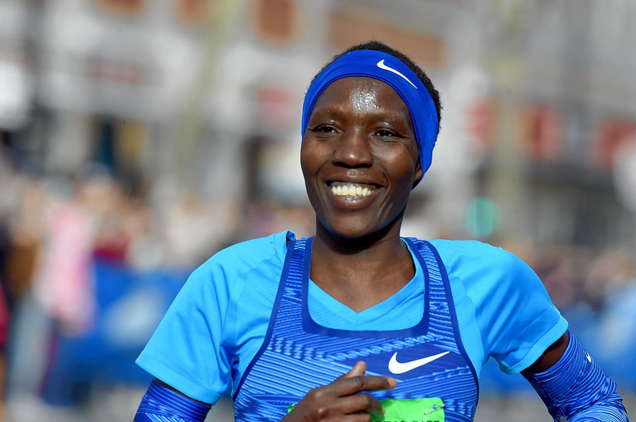 Kiplagat, 40, wins women's MRR