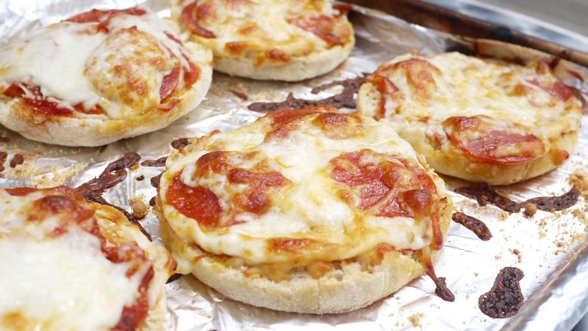 Newly-grads! Learn to make English Muffin Pizza