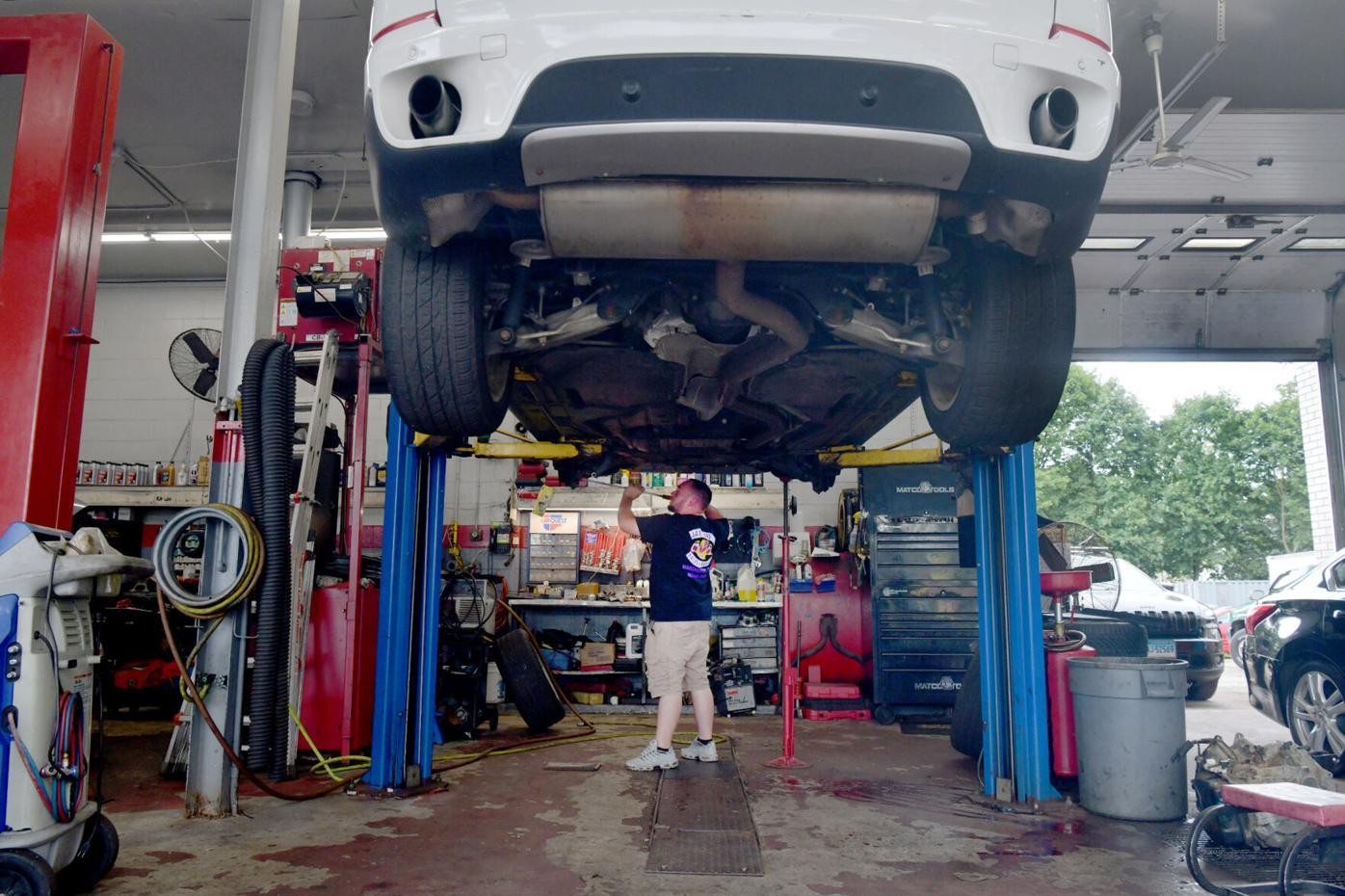 080521 VE Car Repairs 03.jpg