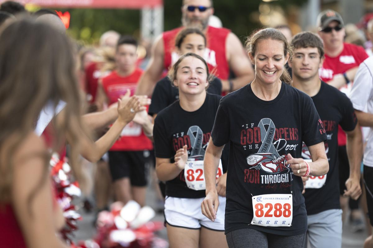 Brianna Hoffman and her children begin the 5K race