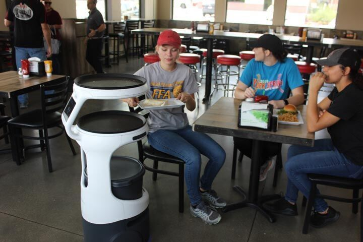 Restaurant robot 1.jpg
