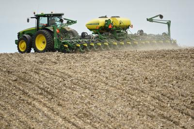 Subsidies total $694M for Nebraska farmers
