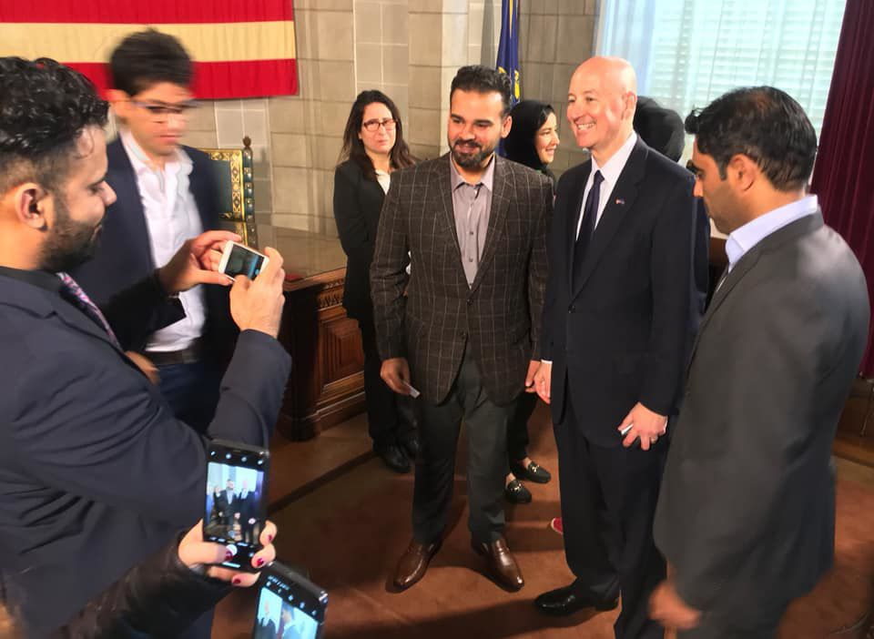 Rickets visits with Murrow delegation