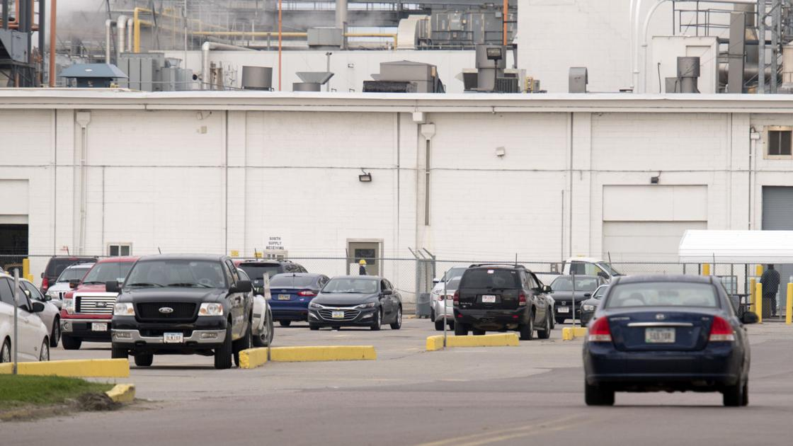CDC: Some Dakota City Tyson workers with virus had close contact at work with ill people