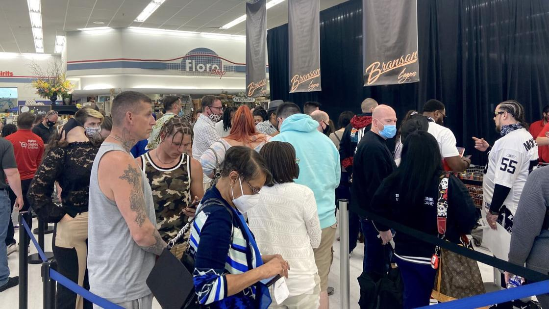 Hundreds wait in line for hours at Omaha Hy-Vee to see rapper 50 Cent