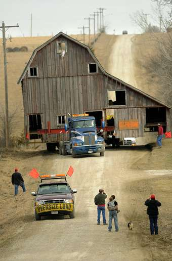 Historical Society Moves Larry The Cable Guy S Barn In