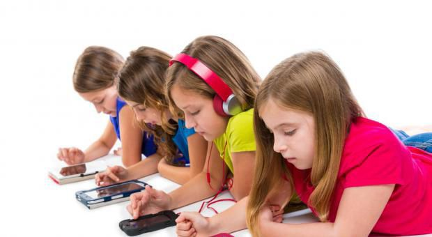 Children with smart phones and tablets