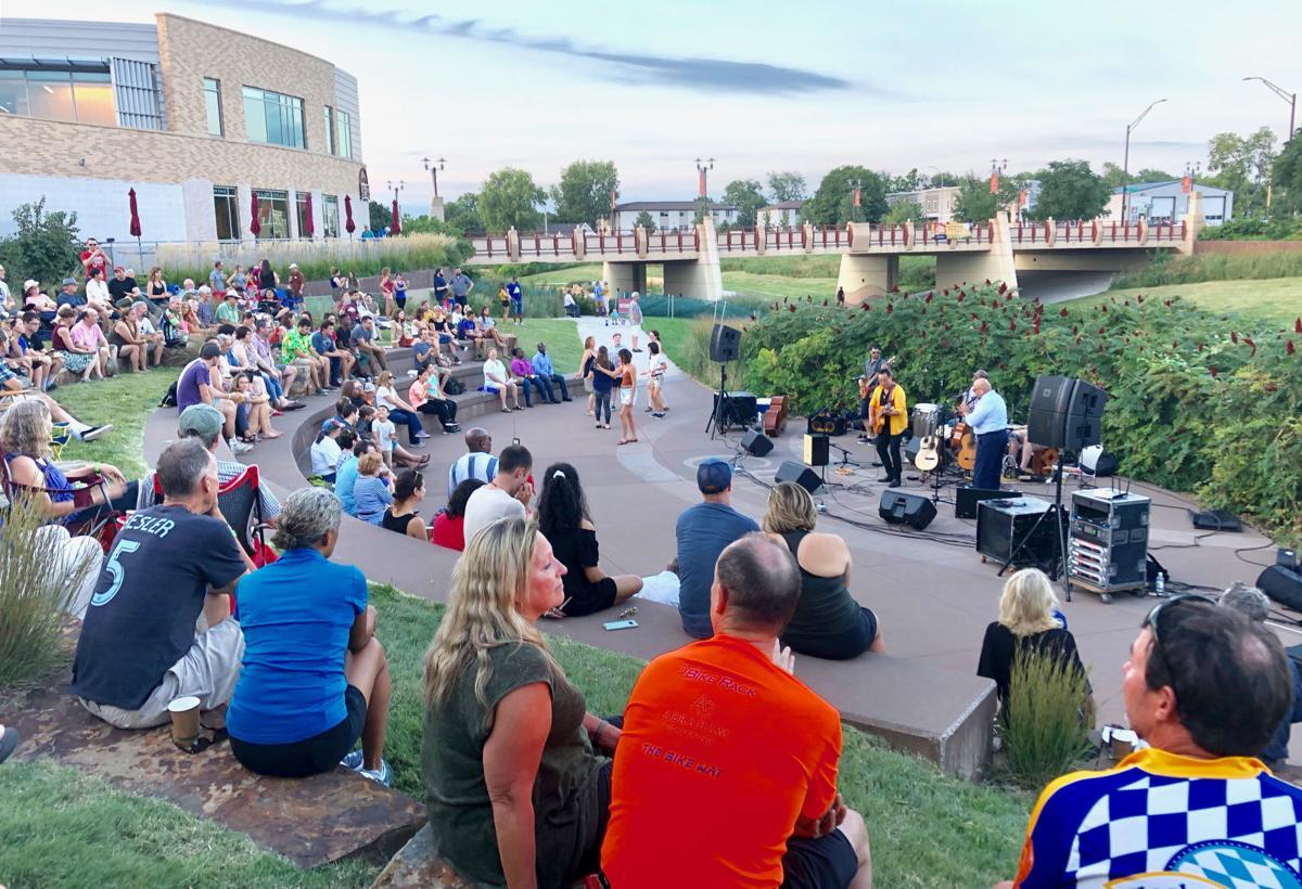 Crowd enjoys Hub & Soul performance
