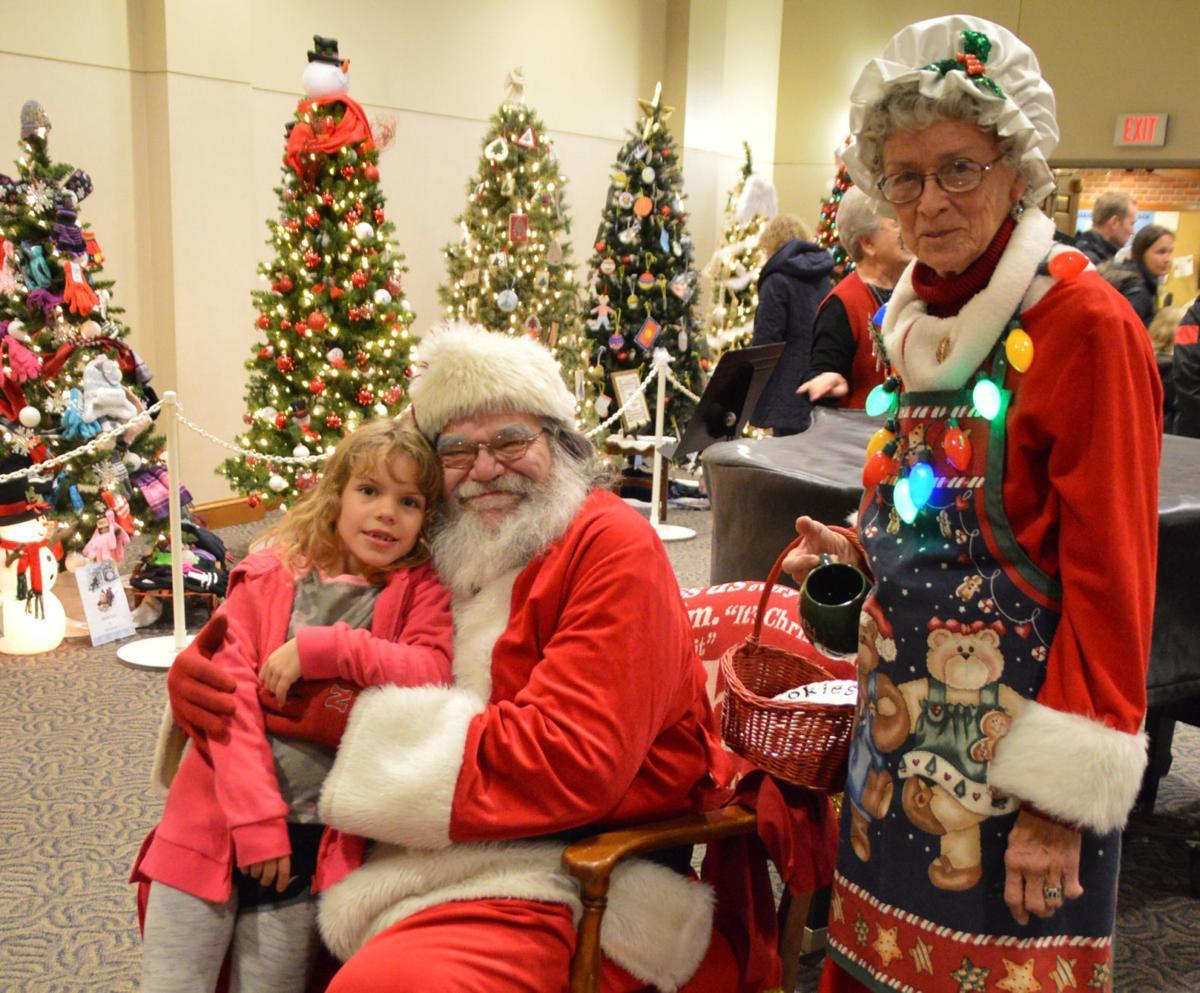Maya Zinke, Santa & Mrs. Claus